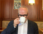 Hans Ulrich Obrist: 10 TIMES 50 SECONDS . 10 questions to the exhibition maker superstar