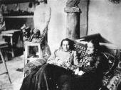 Anna Golubkina and Yelena Shishkina-Golinevich in the artist's studio. Photo. 19