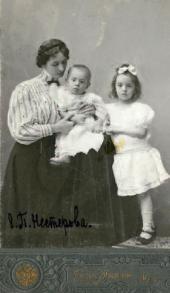 YEKATERINA NESTEROVA WITH HER CHILDREN, NATALYA AND ALEXEI. Kiev. 1908. Photo