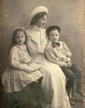 YULIA URUSMAN WITH MIKHAIL NESTEROV'S CHILDREN VERA AND MISHA (1901-1921)