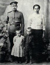 Sasha Kibalnikov with his sister Zhenya and their parents. 1918