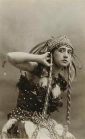 "TAMARA KARSAVINA. AS FIREBIRD ""FIREBIRD"". Photo. 1910."