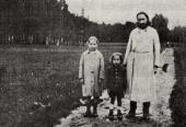 Father Pavel Florensky takes a walk with his children, Olga and Mika. 1926
