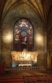 STAINED GLASS ABOVE THE ALTAR IN OSCARSKYRKAN IN STOCKHOLM