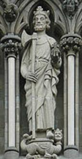 STATUE OF ST. OLAV ON THE WEST FRONT, STINIUS FREDERIKSEN, INSTALLED IN 1973