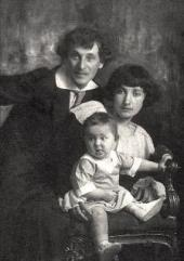 Marc Chagall and Bella with their daughter Ida. 1917