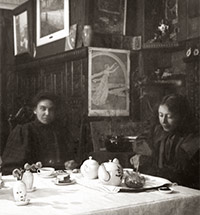 """We lived together... so happily"". THE FRIENDSHIP OF MARIA VASILIEVNA YAKUNCHIKOVA, NETTA PEACOCK AND YELENA DMITRIEVNA POLENOVA"